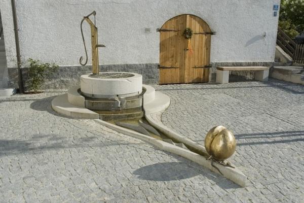 Remo Leghissa - Erzählbrunnen in Haarbach