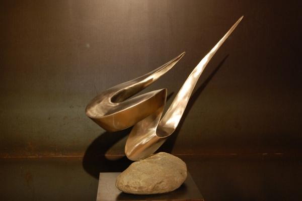 Remo Leghissa, Skulpture für den Wohnbereich - Geerdete Kraft