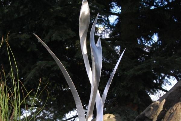 Remo Leghissa, Edelstahl und Messing Skulpturen für den Aussenbereich - Kraniche im Schilf