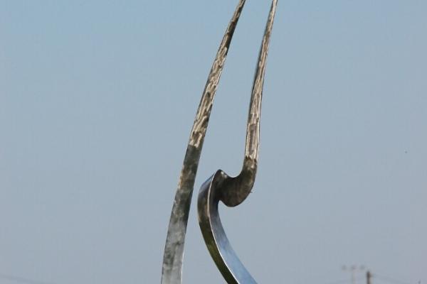 Remo Leghissa, Edelstahl und Messing Skulpturen für den Aussenbereich - Mein Herz brennt