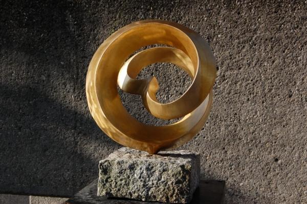 Remo Leghissa, Skulpture für den Wohnbereich - Spiralknoten mit Herz IV