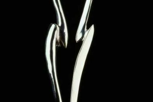 Remo Leghissa, Skulpturen aus Edelstahl und Messing - Frau im Wind