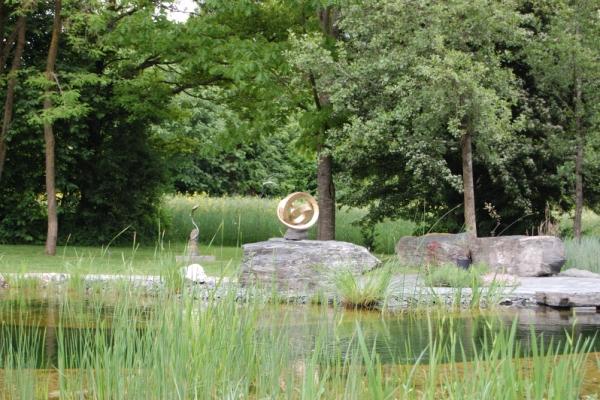 Remo Leghissa, Skulpturenpark - Teichanlage, nach Osten