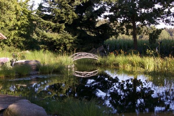 Remo Leghissa, Skulpturenpark - Brücke über Teich